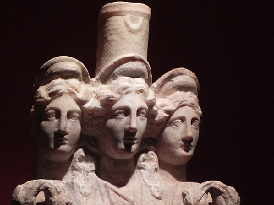 hekate-statue-pic1